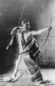 弓聖 阿波研造 – 弓道・東洋哲学・禅の偉人。ヨガの世界とも根底で深くつながっています。